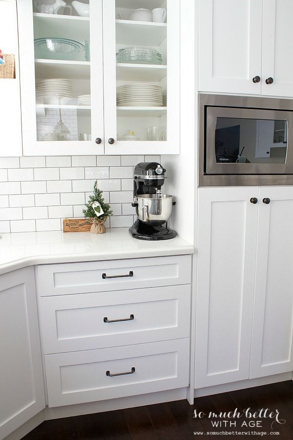 White Kitchen Style Somuchbetterwithage Whit Cabinets Metro Tiles