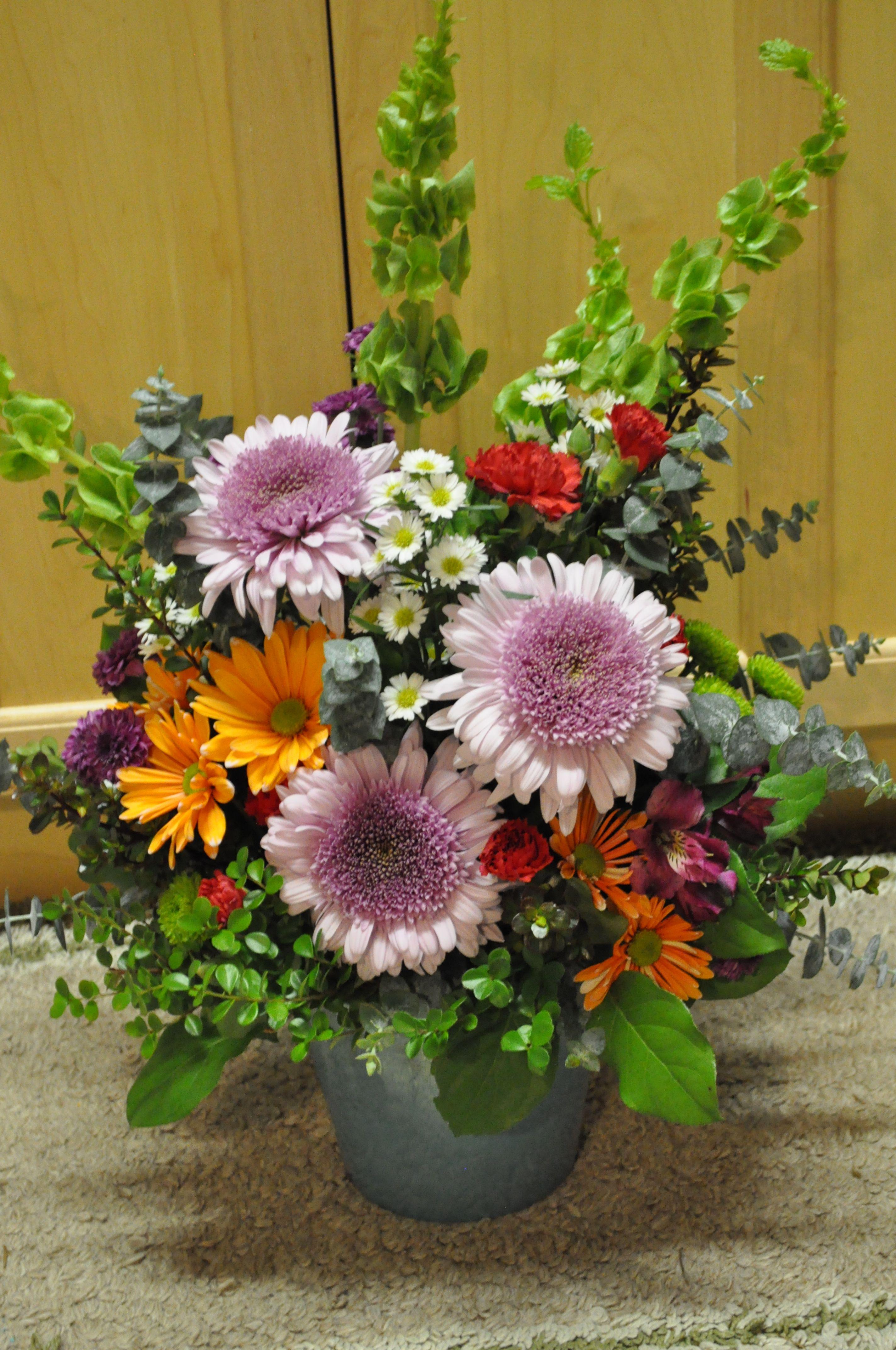 Bells Of Ireland Spider Mum Daisy Pom Carnations Assorted Foliage Flower Arrangements Spider Mums Flowers