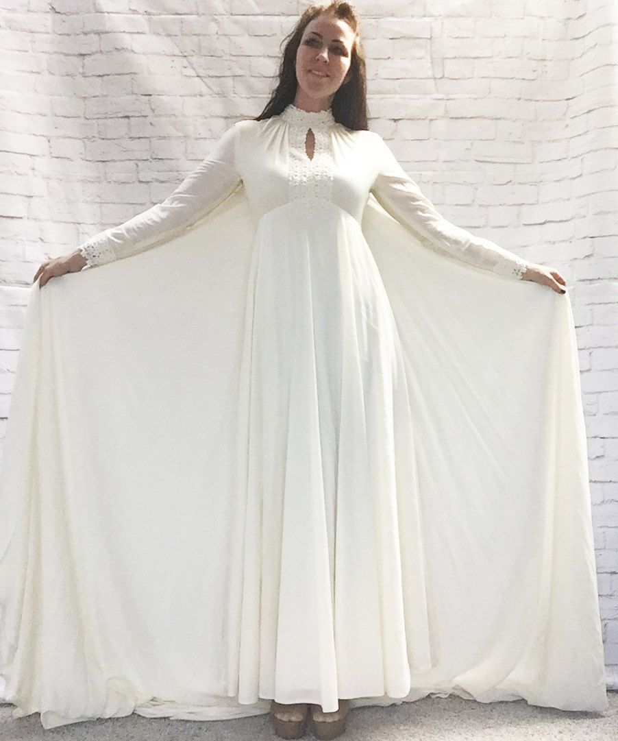 Vintage 60s 70s Flower Lace Wedding Dress Cream White with Capelet