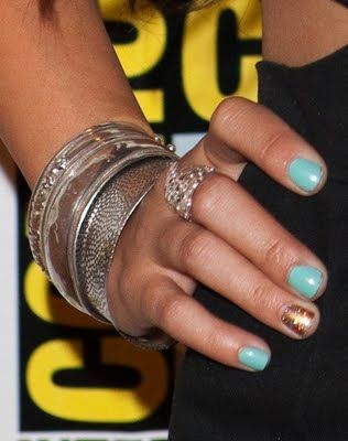 Photo of A Super Fun Nail Polish Trend: Accent Nails!