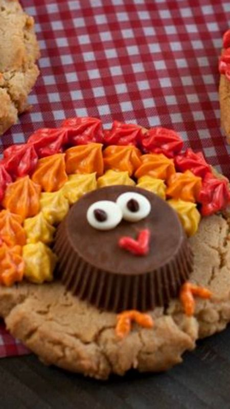 #HomemadeHolidays  So cute for Thanksgiving!  --Peanut Butter Cup Turkey Cookies Recipe
