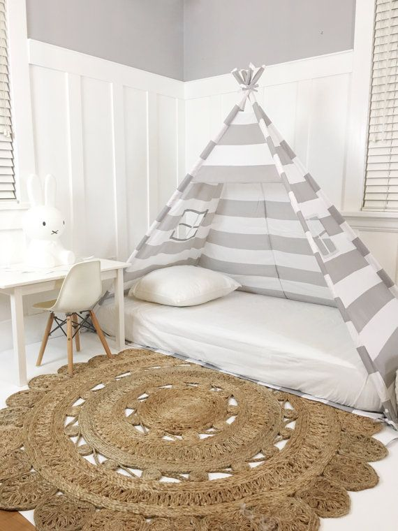play tent canopy bed in grey and white stripe kreativ pinterest matratze auf dem boden. Black Bedroom Furniture Sets. Home Design Ideas