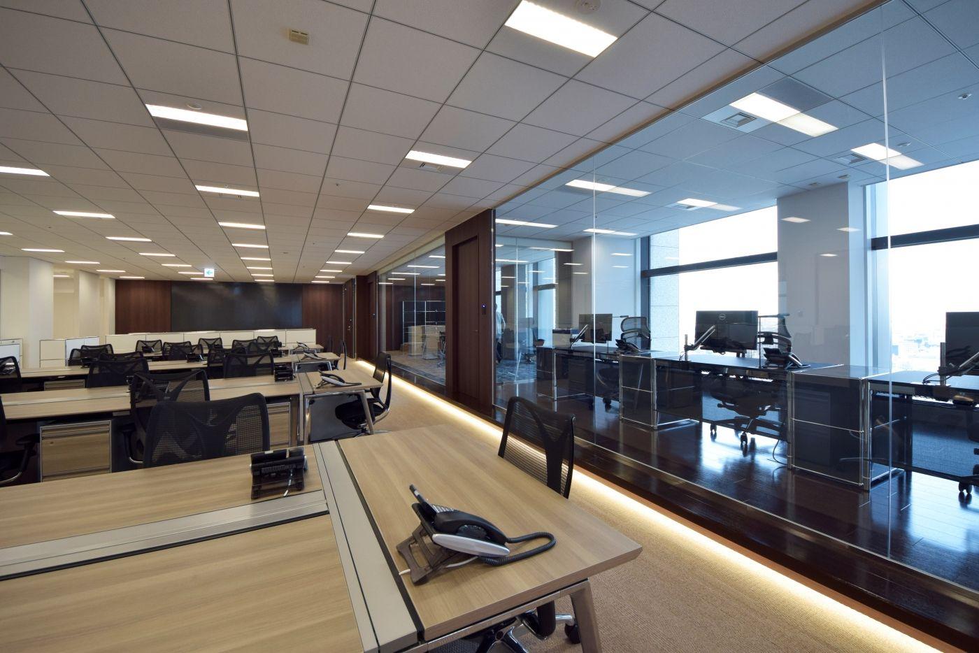 オフィスデザイン実績 グループのフラッグシップオフィスとして相応しい 高品質なラウンジオフィス ラウンジ オフィスデザイン デザイン