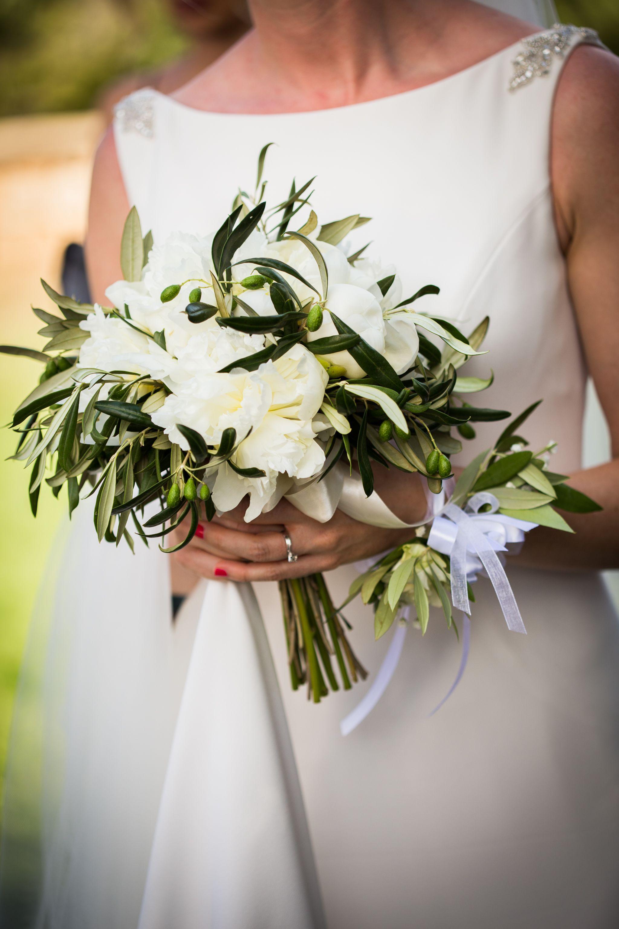 Bouquet Sposa Ulivo.Per Un Matrimonio Sul Mare Semplice Ulivo E Peonie Bianche