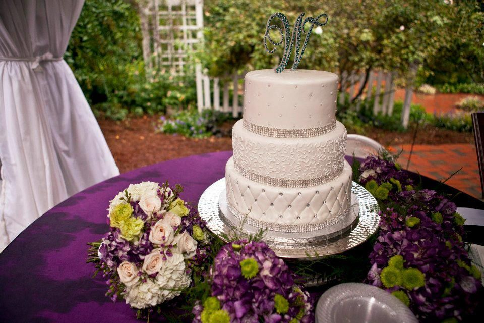 Absolutely stunning for a purple and silver wedding! #loveit #weddings #weddingcakes