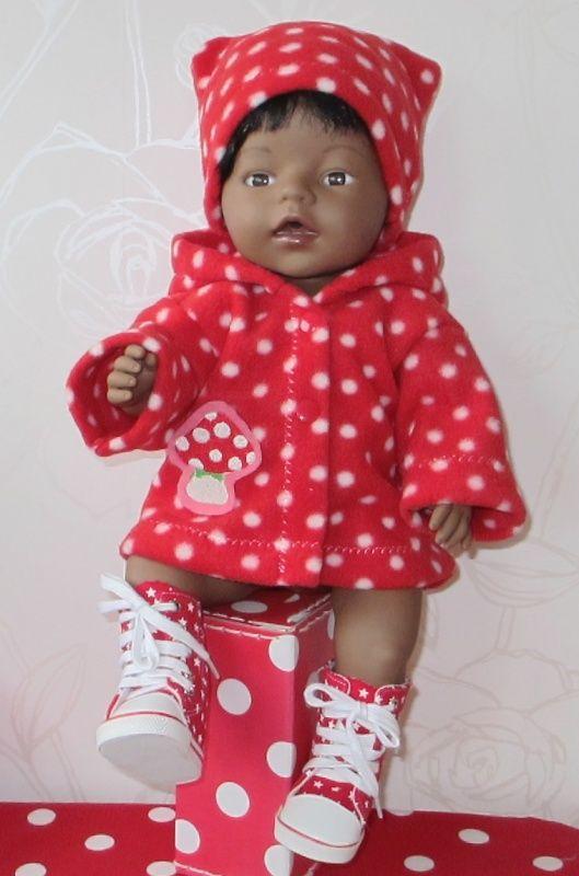 Rood met witte stippen jas & muts | *POPPENKLEDING* voor ca. 43cm (o.a. BabyBorn) | Astrids Atelier Poppenkleding