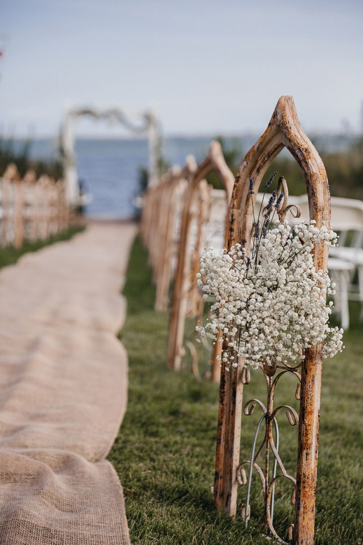 Gypsophila decorated along the wedding aisle | fabmood.com #wedding #backyardwedding #fallwedding #sunflowerthemed
