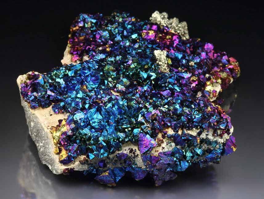 Cristales de calcopirita iridiscente foro de minerales - Propiedades piedras naturales ...