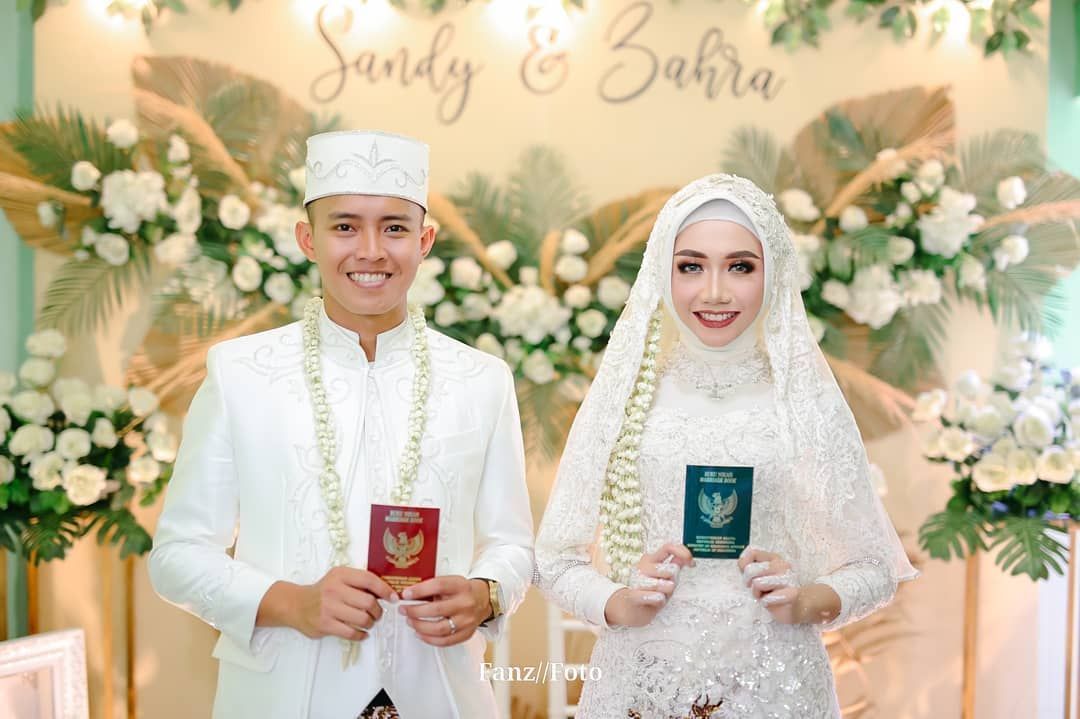 The Wedding of P & A . Photo by: @fanz_foto @aganphotography Video by : @hisbul_maulana . . Information Price List Please WhatsApp : 0877-2065-7849 . #weddingngawi #wedding #prewedding #preweddingsby #preweddingphoto #preweddingsby #wedding #fotografer #indonesiaphotography #preweddingstyle #weddingdress #weddinginspiration #weddingday #weddingcake #weddingideas #weddingrings #weddingmakeup #weddingcake #weddinggoals #weddingstationery #weddingsutra #weddingmuslim #weddingjakarta #weddingstyle #