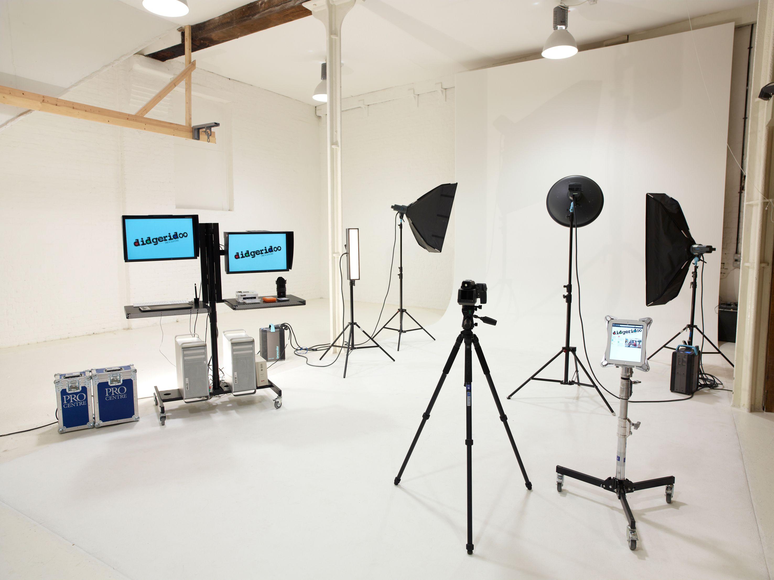 Photography Studio Design Google Search Computer Stands Photography Studio Setup Photography Studio Equipment Photography Studio Design