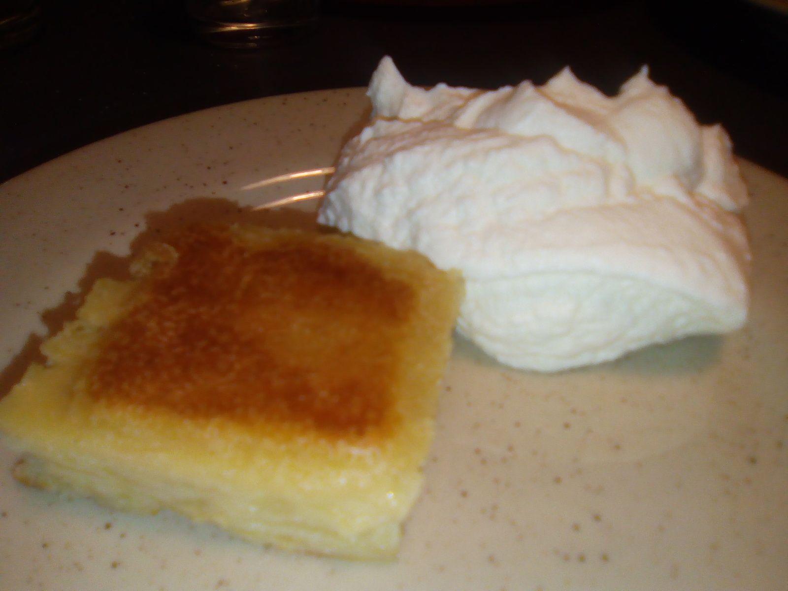 50 g de crème liquide 40 g à 80 g de sucre ou sucre glace (la quantité au choix en fait) une cuillère de vanille liquide (ou avoir fait infusé des gousses dans la crème au préalable) j'avoue, c'est au pif que je mets les quantités... Mettre la crème liquide...