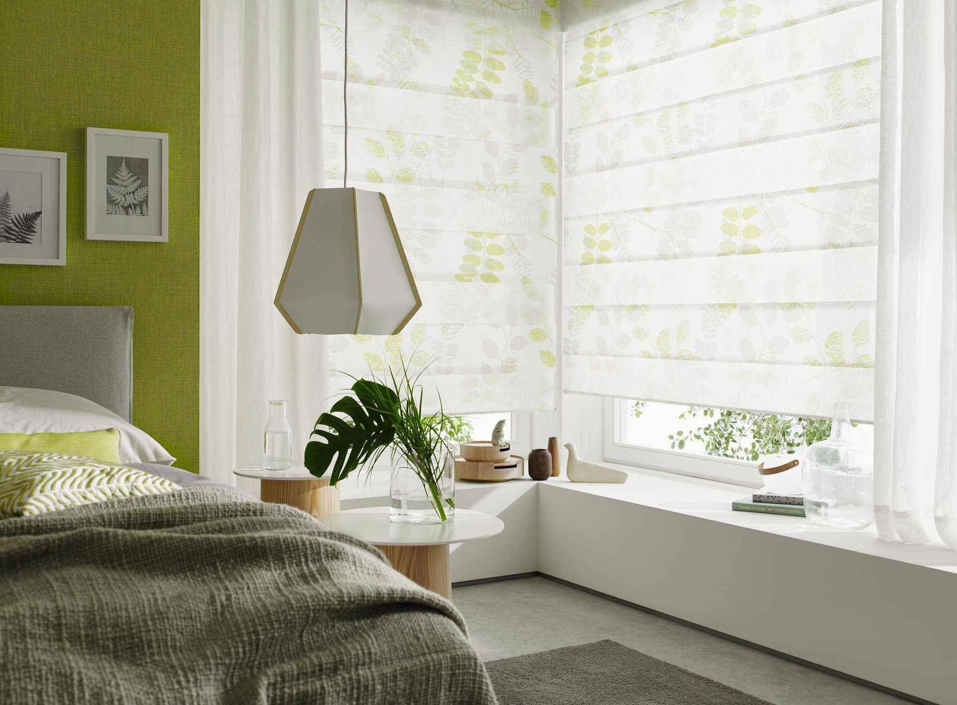 vitrage met vouwgordijnen in slaapkamer   Sfeerwand - Bohemien ...