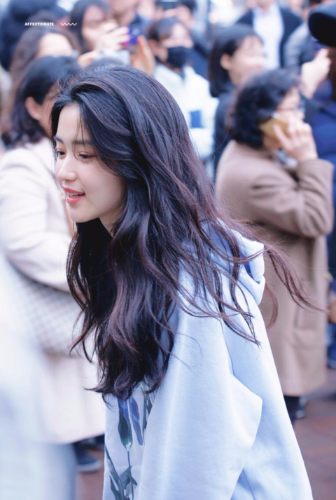 김태리 사진모음, 배경화면 : 네이버 블로그 | 아시아의 아름다움, 미용 제품, 긴 곱슬머리