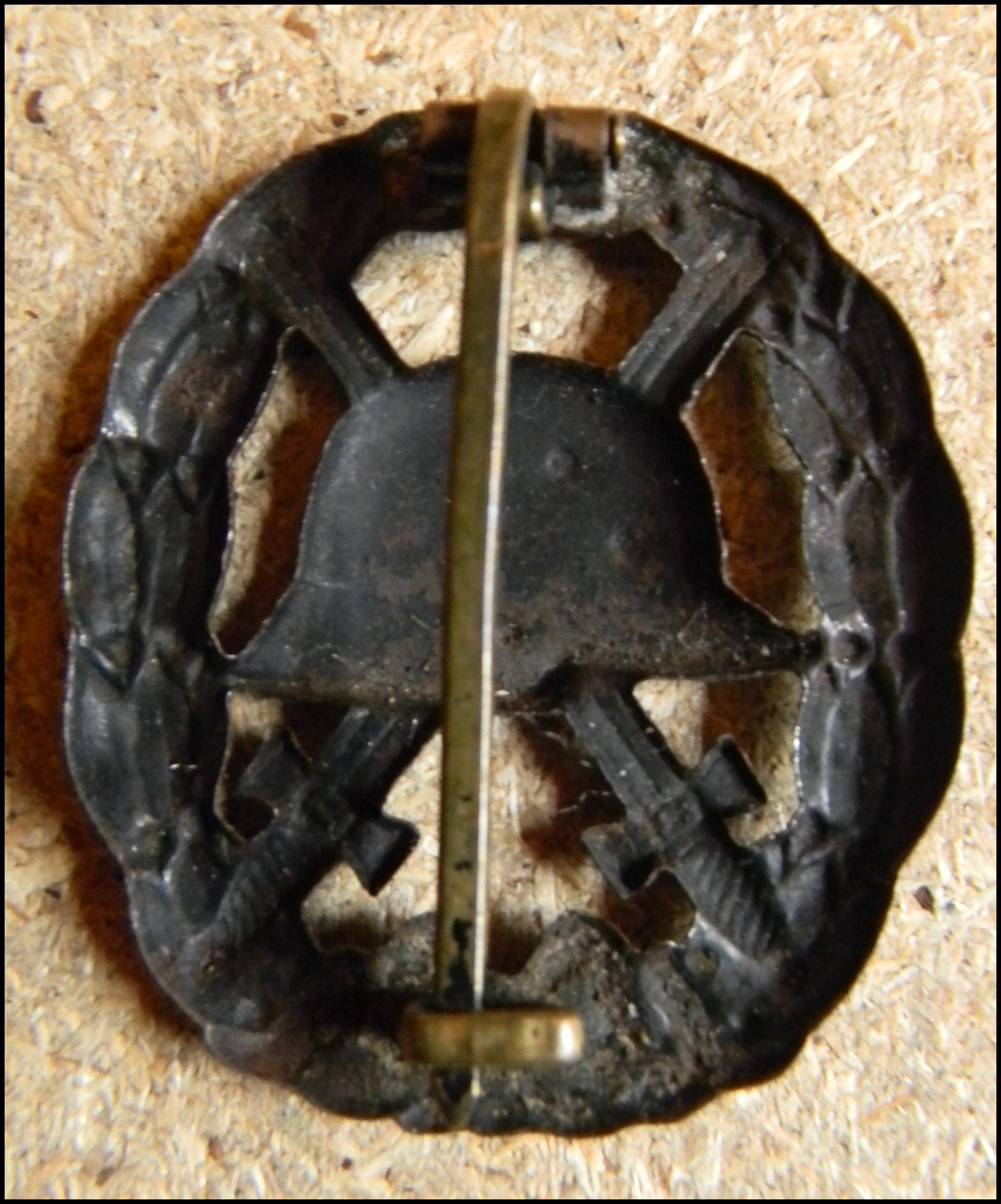 18a) Godet Berlin Black Wound Badge 1918 with characteristic
