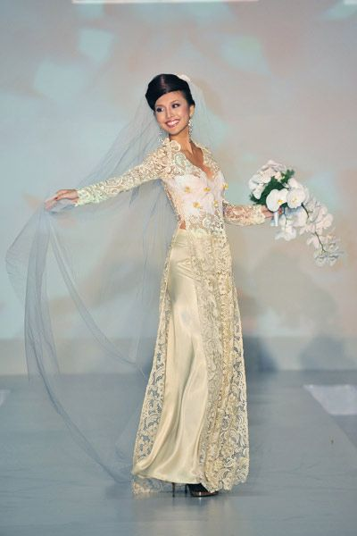 instead of an american wedding dress, I would wear an all white ao ...