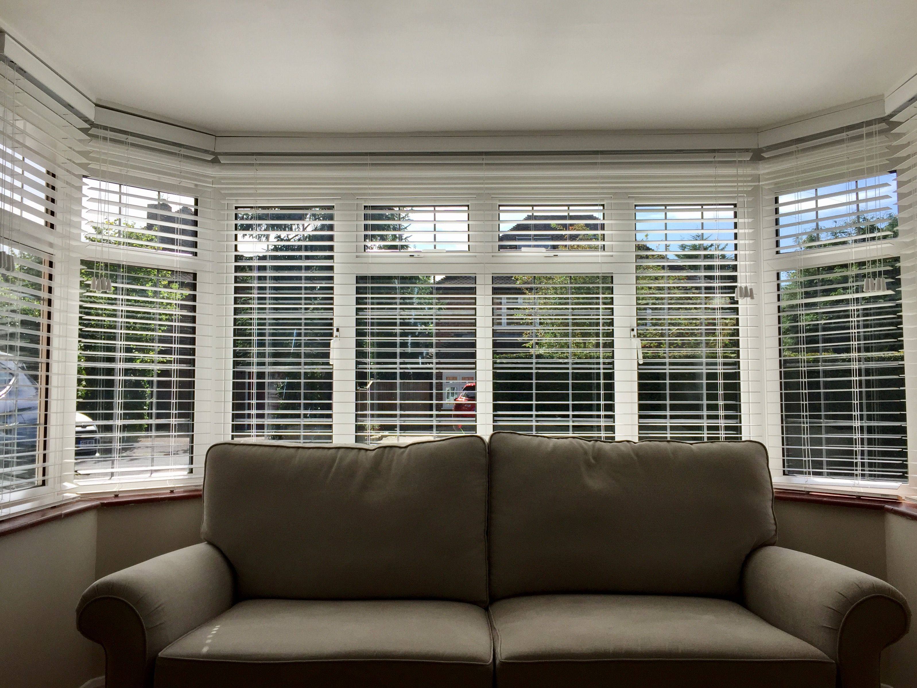 Wood Venetian Blinds In Pure White For Bay Window Living Room
