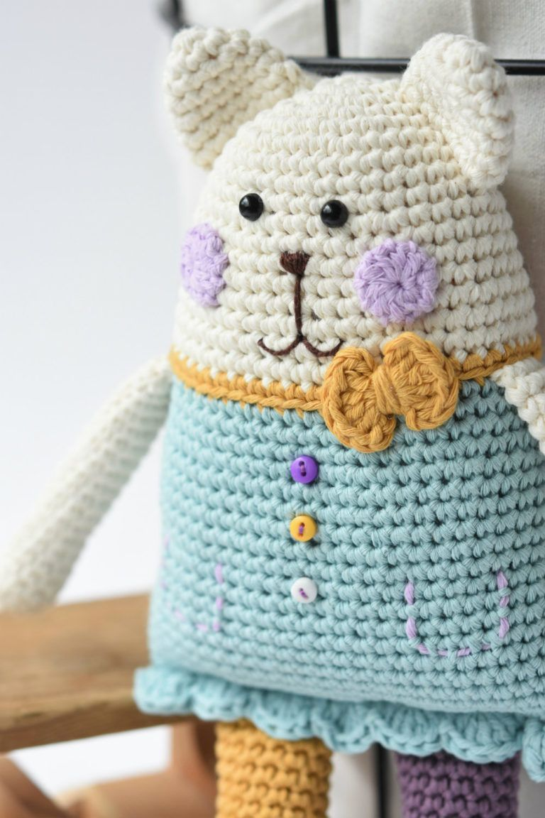 Crochet ragdoll jellyfish - A free crochet pattern - Yarnhild.com | 1152x768