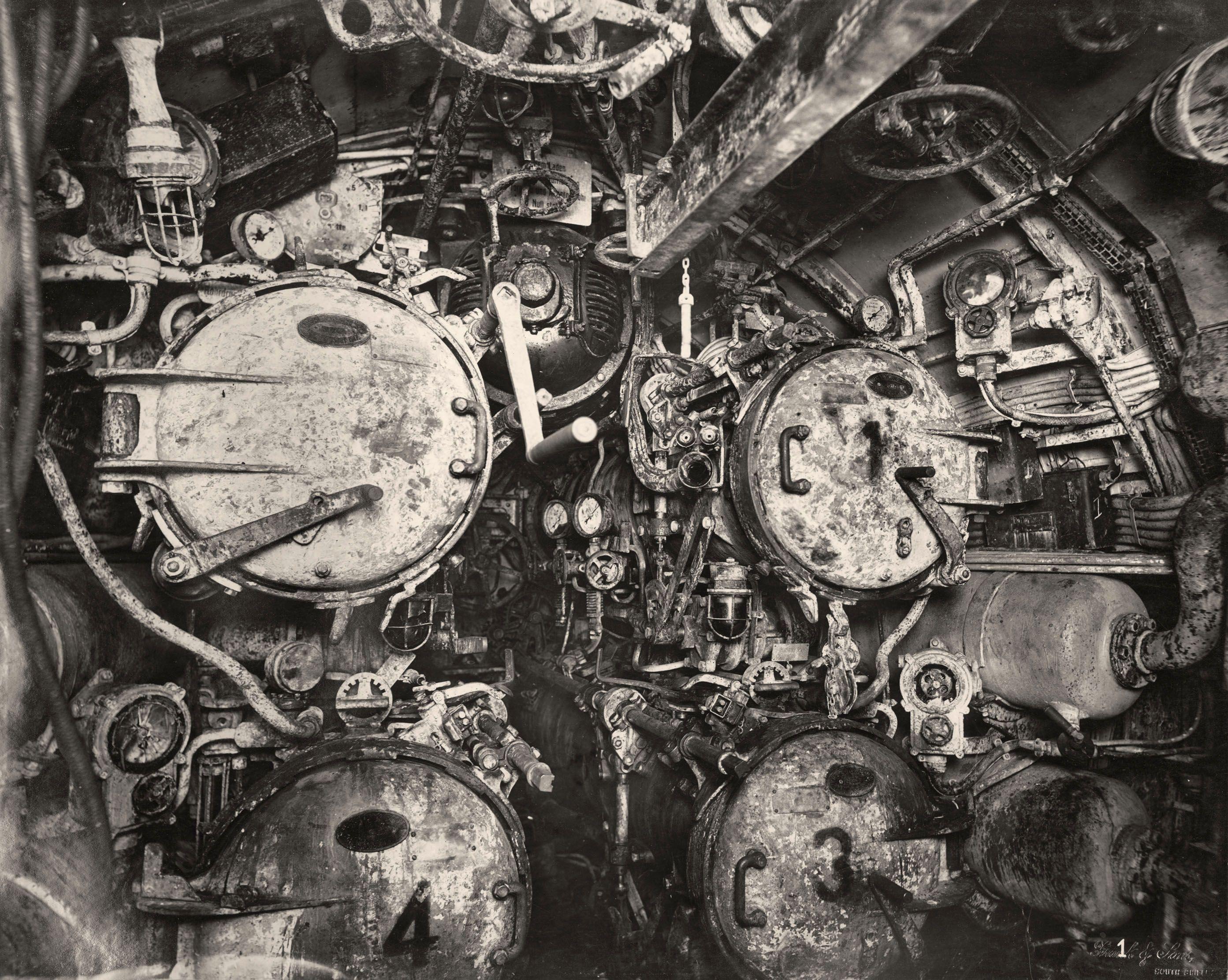 uboat-interieur-controles-sousmarin-05 - La boite verte