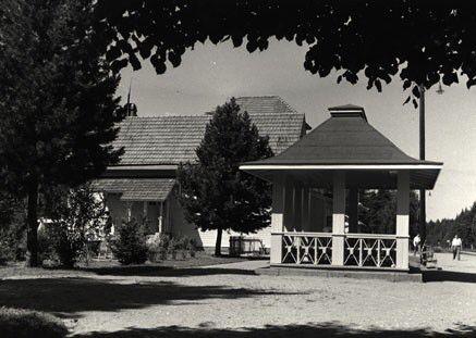 Paviljonki Luston asemalla