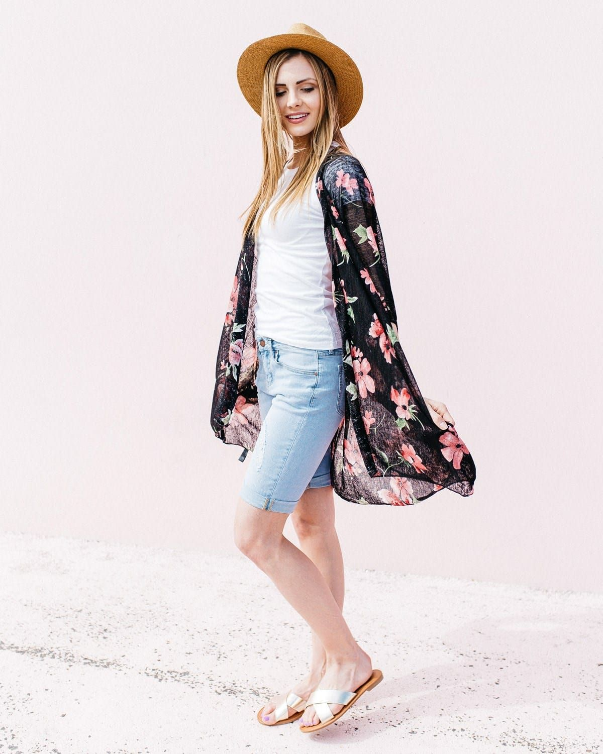 5cb54dc676 DETAILS: Lightweight floral, feather, or medallion print kimono. Fabric  Content: 100% Polyester SIZING: One size fits most. Up to size 18.