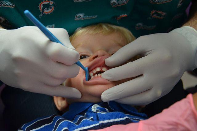 Niño en el odontólogo