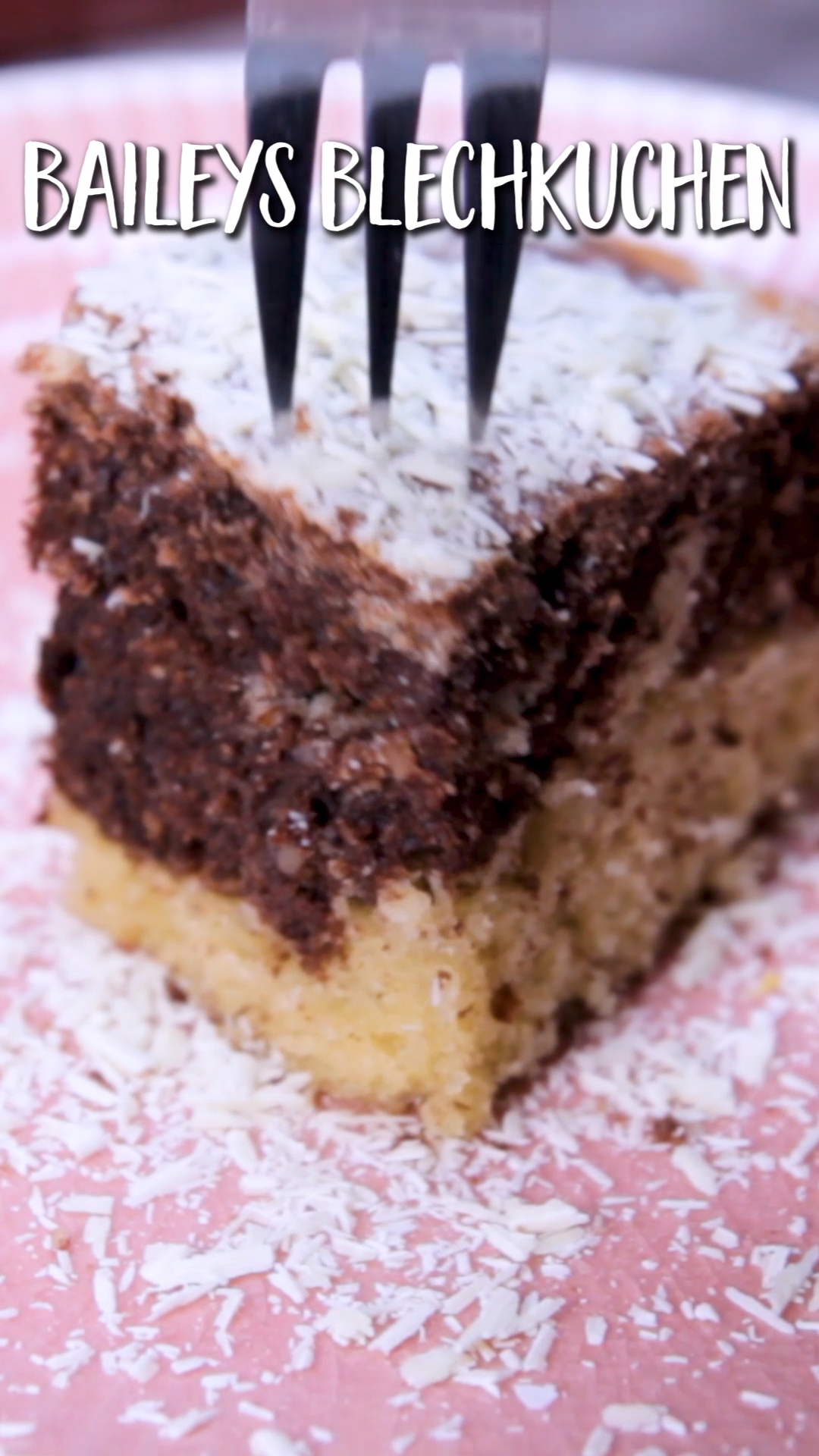 Baileys-Blechkuchen – so saftig