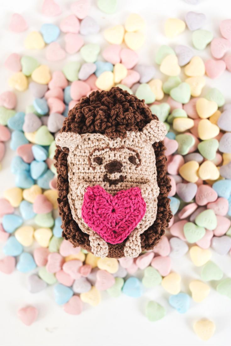 Mr  Hedgehug is the cutest crochet amigurumi hedgehog! | Crochet