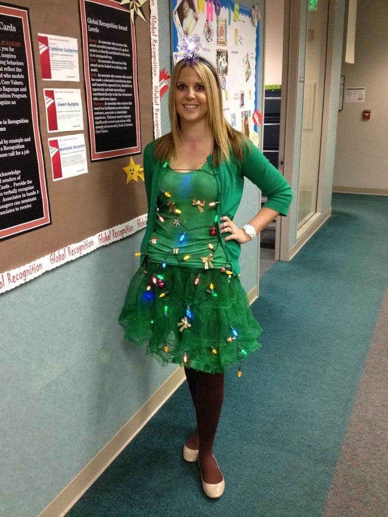 Christmas fancy dress ideas diy - Diy Christmas Tree Costume And The New Baby Can Be A Present
