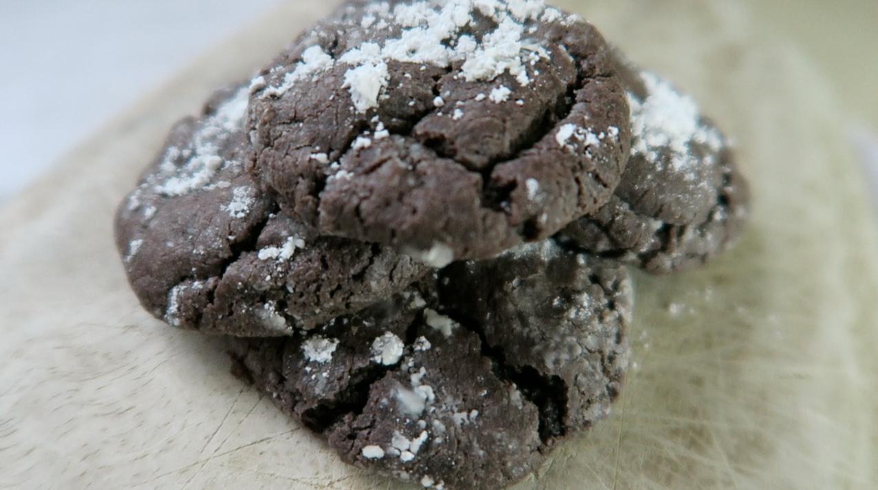 Chocolate Gooey Butter Cookies by Paula Deen | hollycasto.com