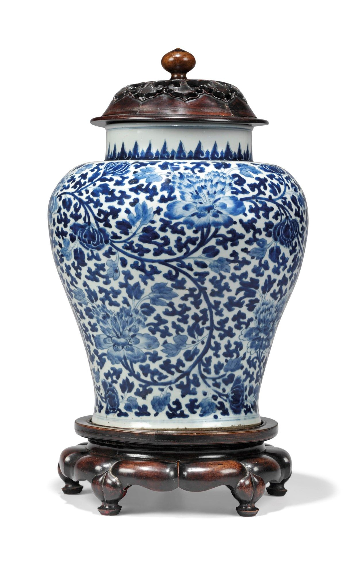 A Chinese Blue And White Large Blue And White China Blue White Decor Chinese Porcelain Pattern