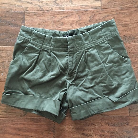"""Mossimo Army Green Cuffed Shorts - Sz 2 EUC Mossimo cuffed shorts. Army Green. Size 2. Material: 98% cotton, 2% spandex. Measurements: 14"""" across waist, 8""""rise, 4""""inseam. Retail $27.99. ✳️ Also listed on other sites so will sell quickly ✳️ ❌Trades ❌PayPal ❌ Mossimo Supply Co Shorts"""