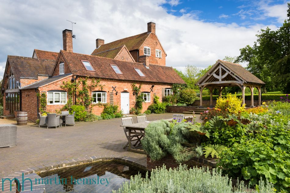 Wethele Manor Is One Of Those Wedding Venues Thats A Hidden Gem In Warwickshire Its Easy To Drive Away From The Town Leamington Spa Towards Weston