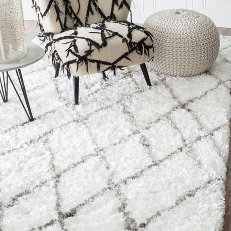 White Fluffy Rug With Criss Cross Diamond Pattern Nuloom Shag