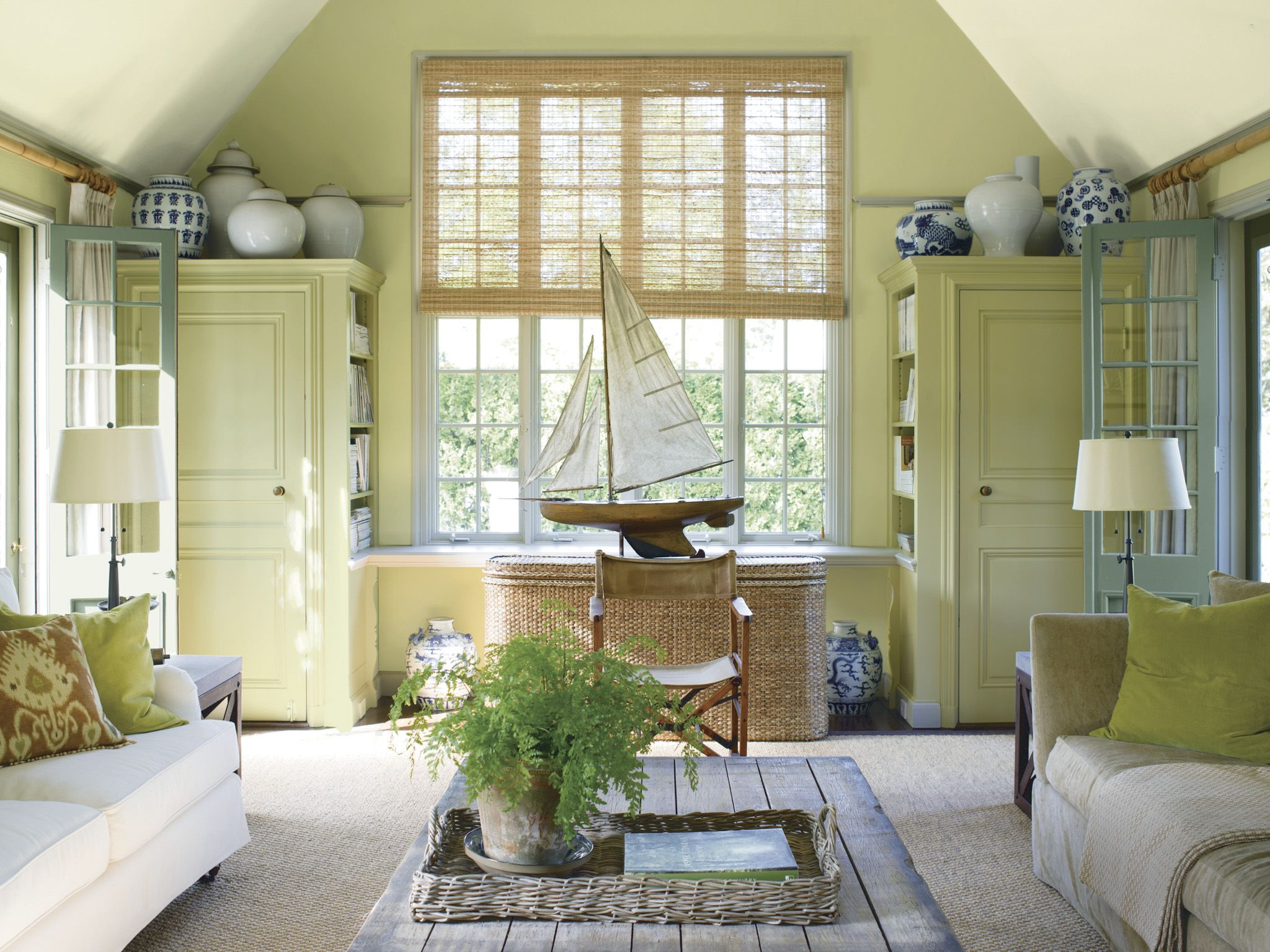 Really liking the colors in this room. Benjamin Moore Timothy Straw ...