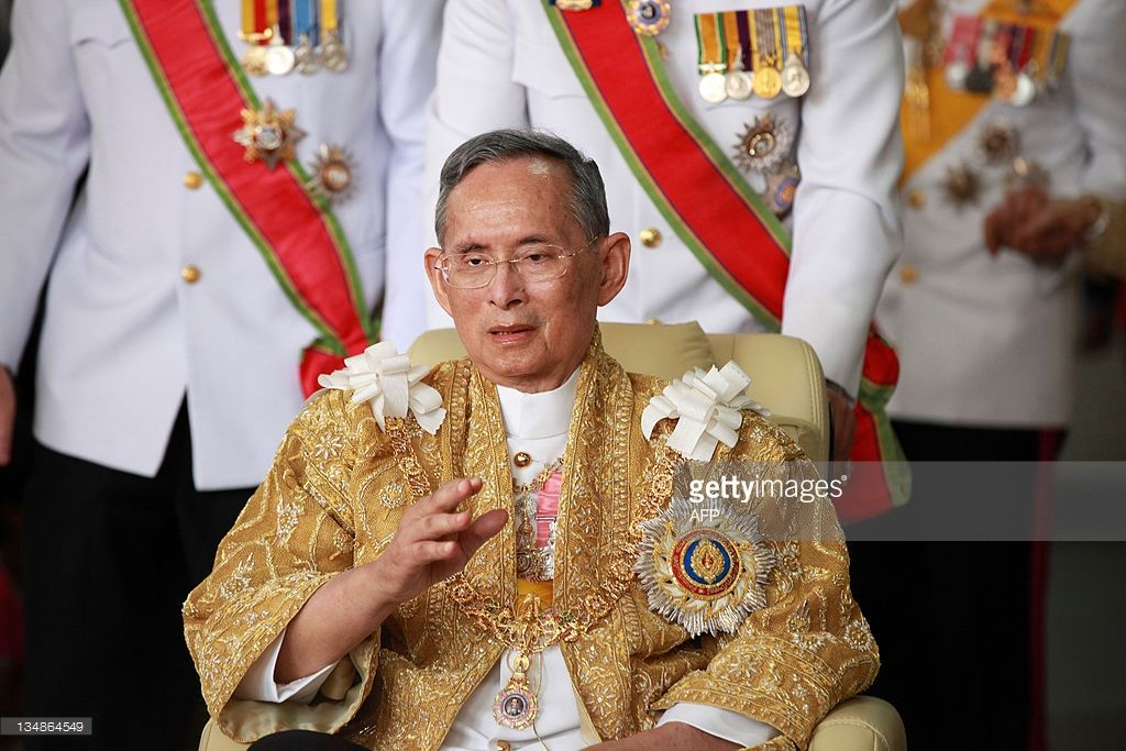 Thailand S King Bhumibol Adulyadej Waves As He Returns From The Grand Bhumibol Adulyadej Royal Video Thailand