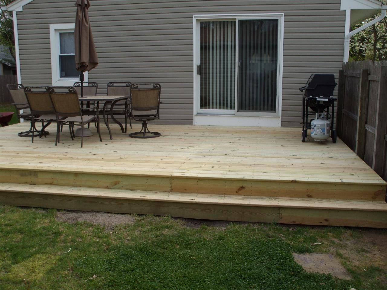 Modern elegant backyard deck ideas ground level there are for Ideas for deck designs