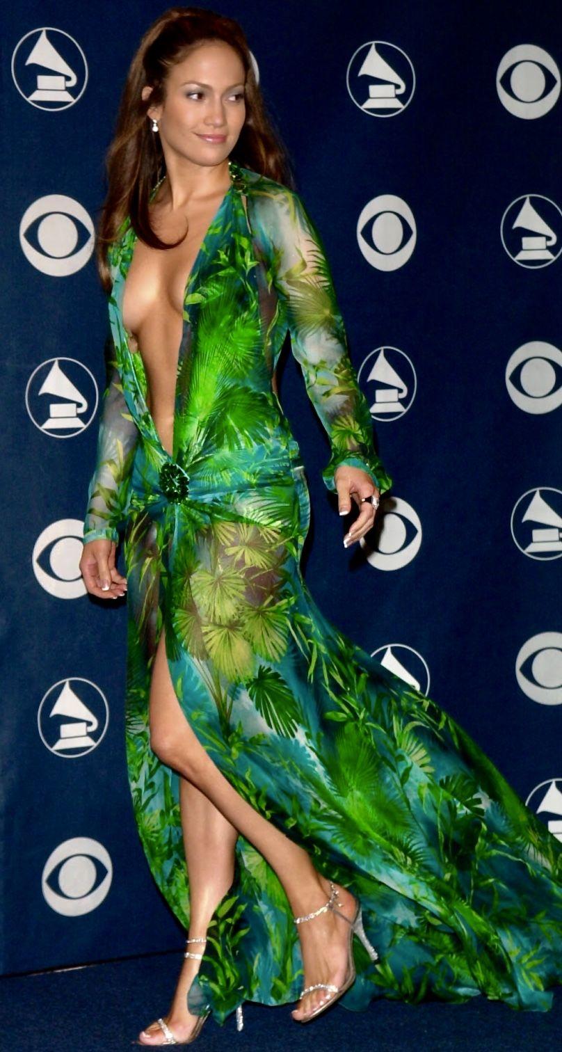 Jennifer Lopez 2000 Grammys Versace Dress Grammy Fashion Grammy Dresses Iconic Dresses [ 1512 x 808 Pixel ]