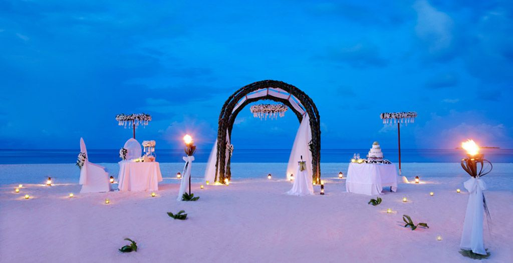 Destination Wedding Specialized And Sophisticated Luxury Planning On The Beach