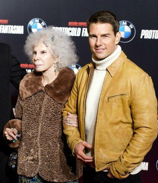 Tom Cruise w/the Duchess of Alba – Cayetana Fitz-James Stuart – she has morphed into a FELINE – ewww)