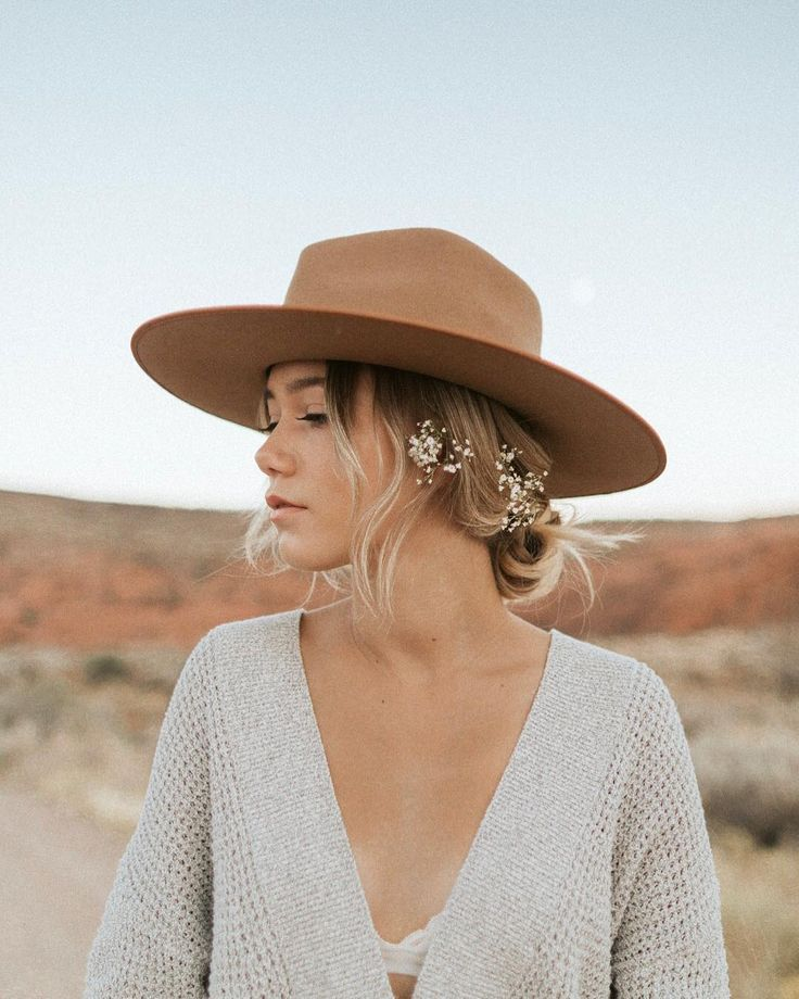 Obsessed with her hair and hat!!! SO cute. Major inspo. #hat #flowers #hairstyles