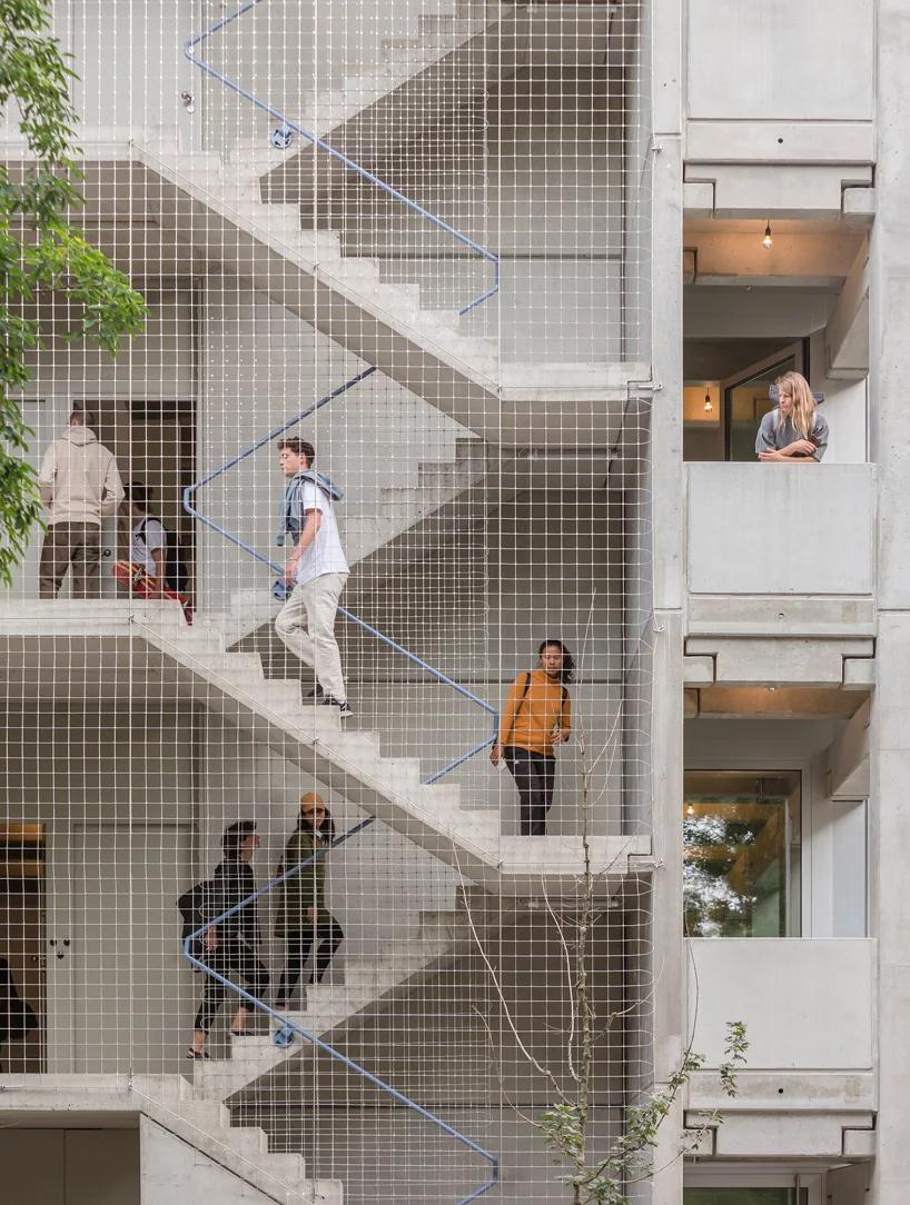 Far Constructs Wohnregal Life Work Building In Berlin Using Precast Concrete Elements En 2020 Exterieur Escalier