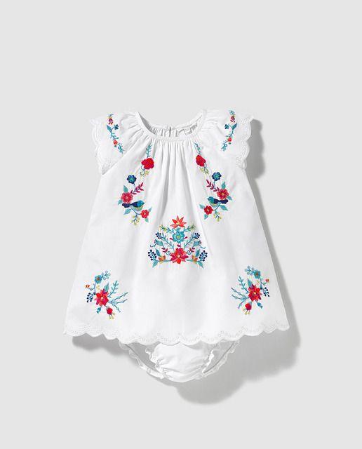 0c80b5834 Vestido de bebé niña Bass 10 en blanco con bordado Vestidos Mexicanos Para  Niña