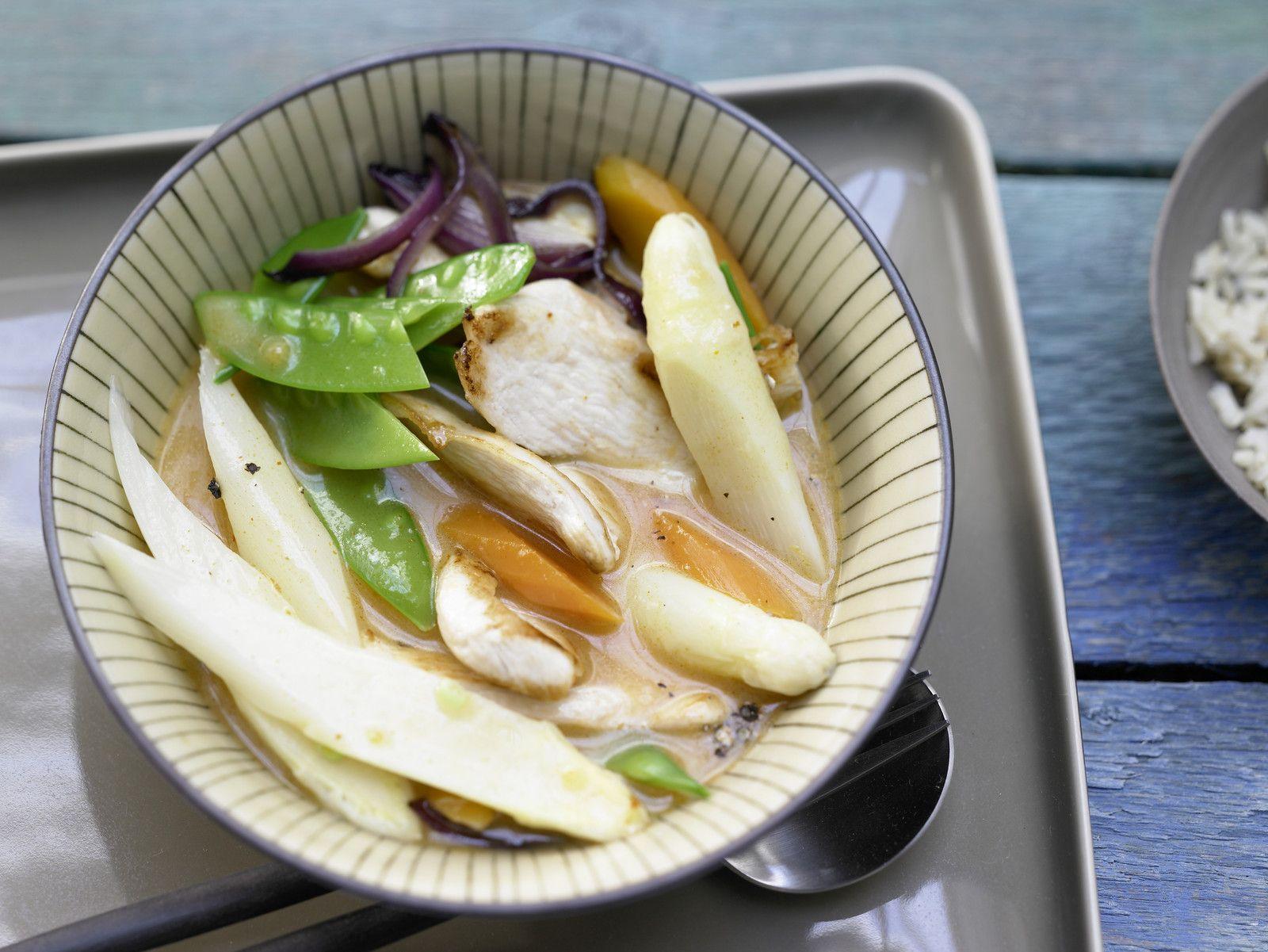 Für alle Fans der thailändischen Küche wärmstens zu empfehlen: Spargel-Curry mit Hähnchen und Zuckerschoten - smarter - Kalorien: 267 Kcal | Zeit 30 min. #spargel
