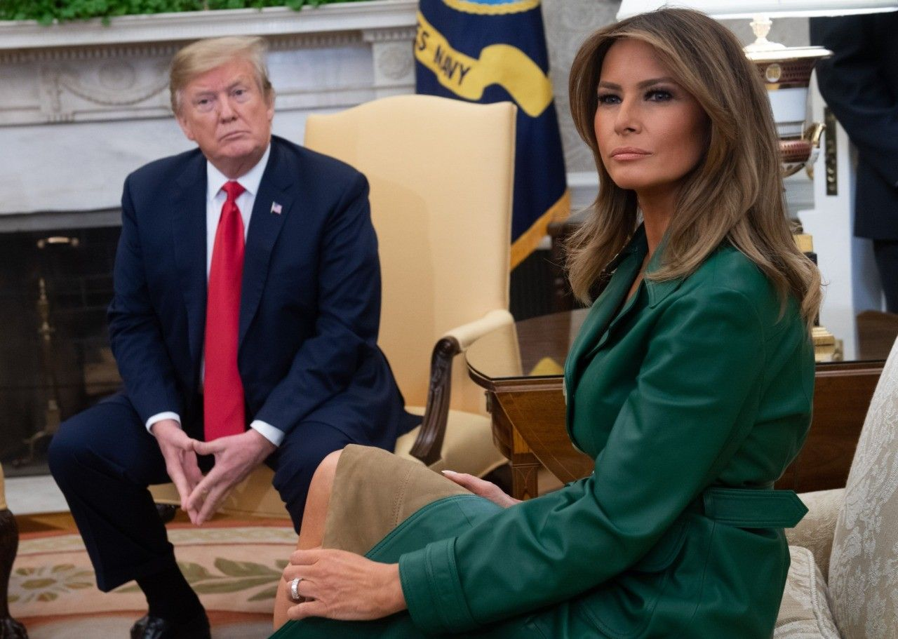 Fashion Notes Melania Trump Monika Babisova Are Style Sisters In Chic Coats Chic Coat First Lady Melania Trump First Lady Melania