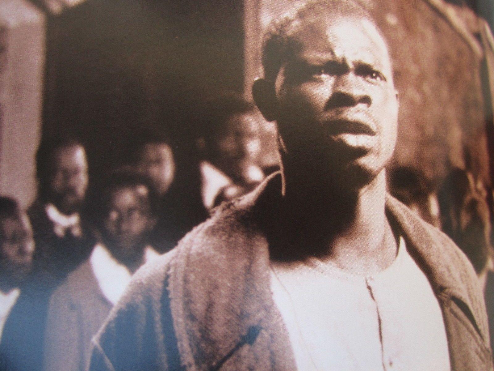 """@Bondamanjak : """"Défendons aux esclaves de s'attrouper le jour ou la nuit sous prétexte de noces"""" #Colbert #Esclavage #France #Abolitionofslavery @cnmhe @ComiteMarche98 @OIT #SlaveryAbolitionDay https://t.co/dXskK0vMXZ"""