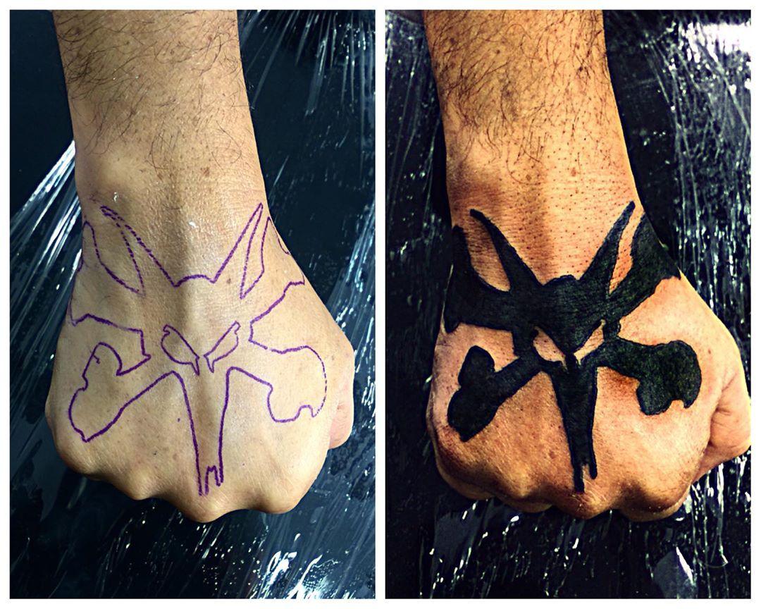 Crossbones  Horários e orçamentos 94258-8375 #flashtattoo #sketch #draw #drawing #desenho #art #artwork #bla...  Crossbones  Horários e orçamentos 94258-8375 #flashtattoo #sketch #draw #drawing #desenho #art #artwork #blackwork #design #realism #realismo #realisticink #realisticdraw #realistictattoo #blackandgrey #blackandgreytattoo #pretoecinza #tattooartist #tattoosp #ink #blackink #inked #tattoo #tattoos #tatuagem #drawing2me #movies #guarulhos #dark #darktattoo #blackwork