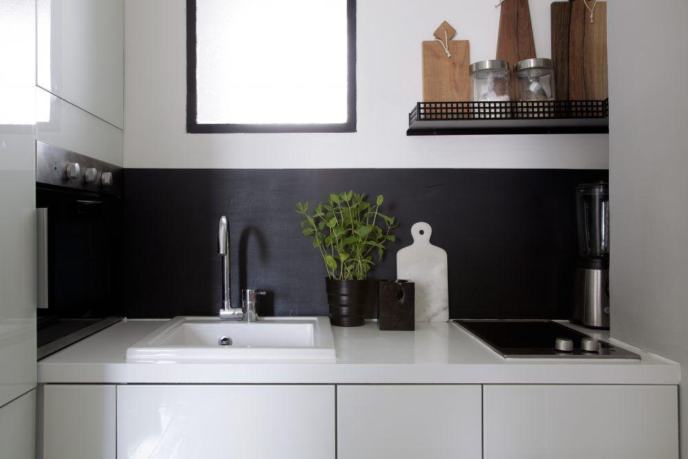 Celle-ci affiche sa modernité avec ses éléments laqués blanc et sa - peindre un meuble laque blanc