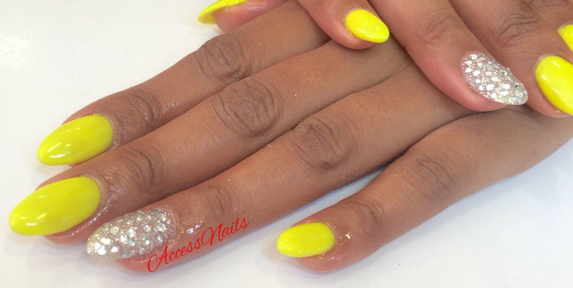 AccessNails EnghienLesBains Vernis semi,permanent jaune néon et nail  strass