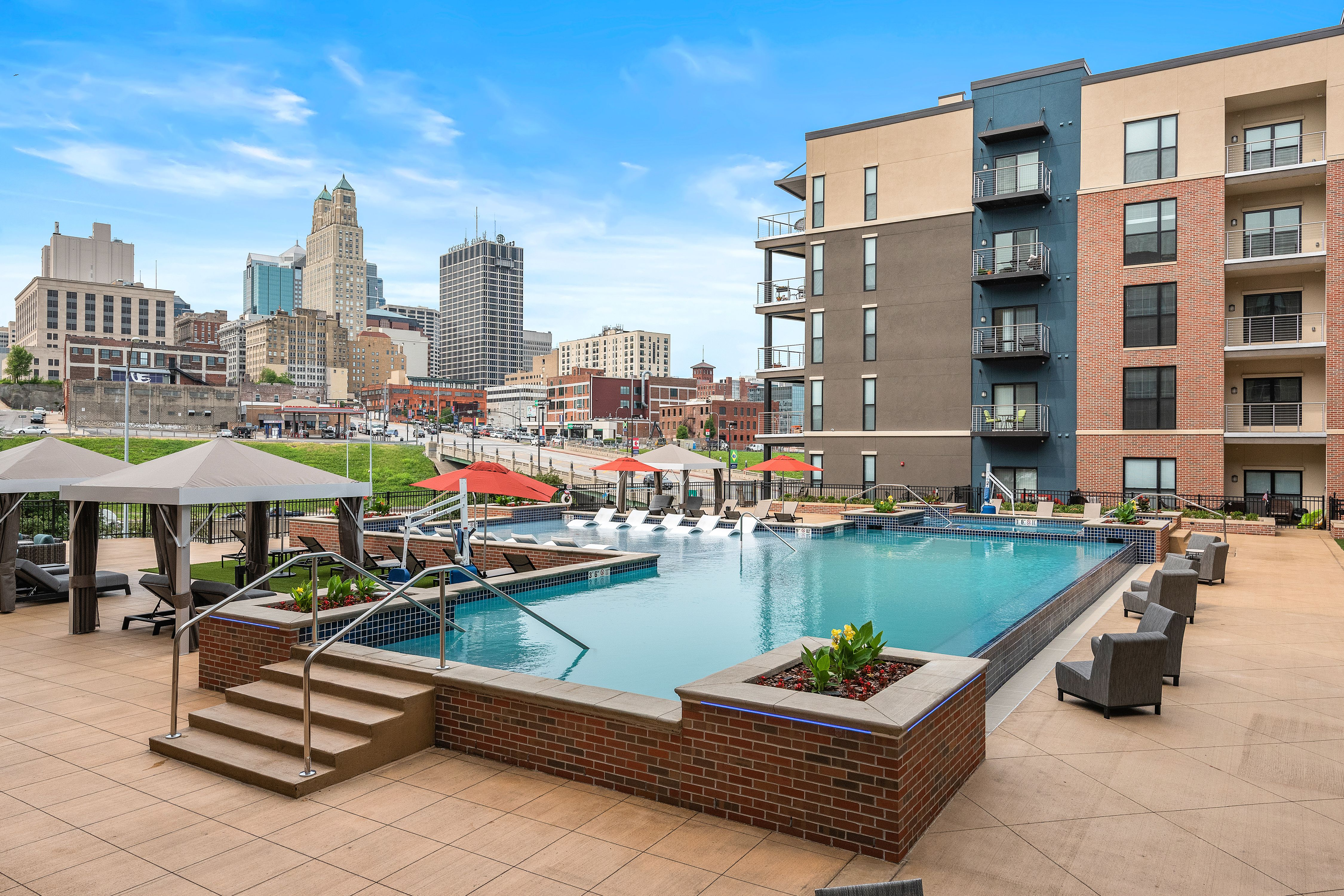 531 Grand Amenities Nspjarchitects Kansascity Kcmo Multifamily Luxuryapartments Apartments P Kansas City Apartments Luxury Apartment Pool Apartment Pool