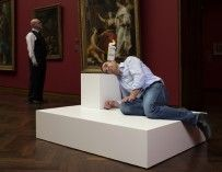 Erwin Wurm: Esculturas de un minuto